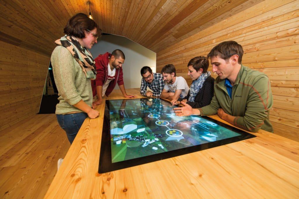 Debattier-Tisch am World Nature Forum, Naters